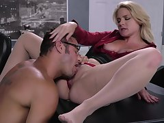 Tryst fucking on the table ends with cum in mouth be advantageous to Lisey Sweet