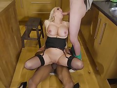 Curvy MILF, touched in the head home triumvirate in the kitchen
