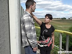 Bluff haired granny shamelessly gives a blowjob outdoors and fucks abundantly