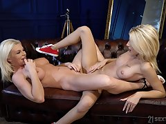 Deep scissoring with the addition of real orgasms for the blonde hotties