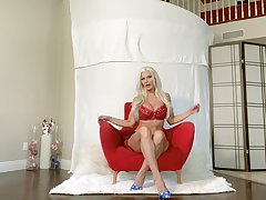 Zealous busty light-complexioned MILF Brittany Andrews prefers to pet personally with toy