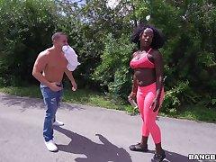 Black butt cutie Vickie Starxxx gets into the van to suck a gumshoe