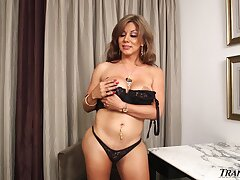 Flirty transsexual MILF with soft curves jerks off to a powerful apogee